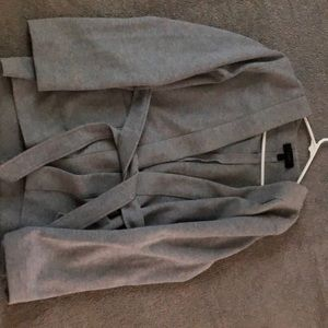 Light weight tie coat